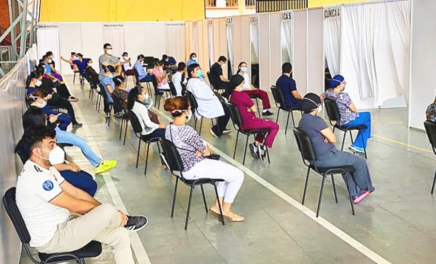 Los hondureños pueden asistir a los diferentes centros de triaje que hay en la capital.