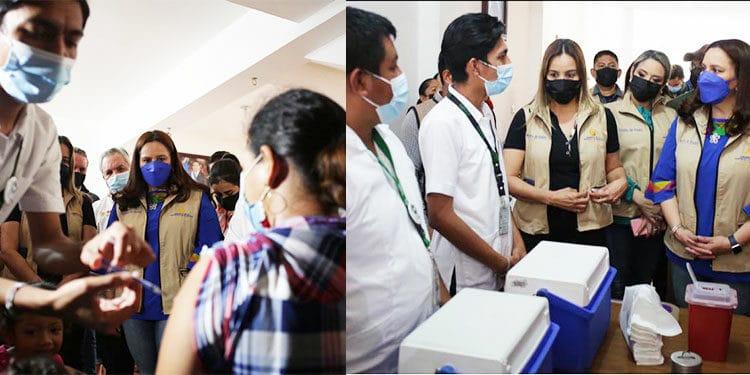Migrantes hondureños son vacunados contra el COVID-19 en México