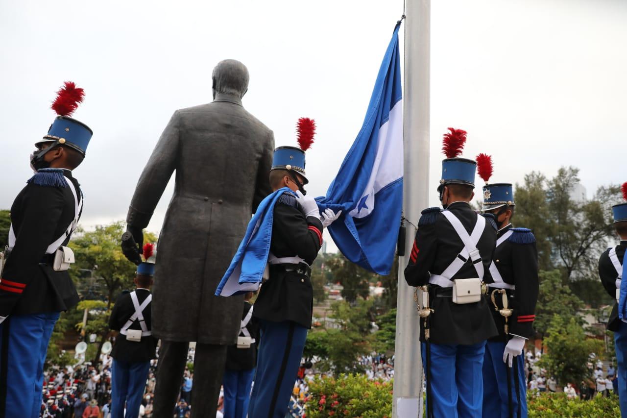 Los actos en honor al Bicentenario iniciaron a las 6:00 de la mañana de este miércoles.