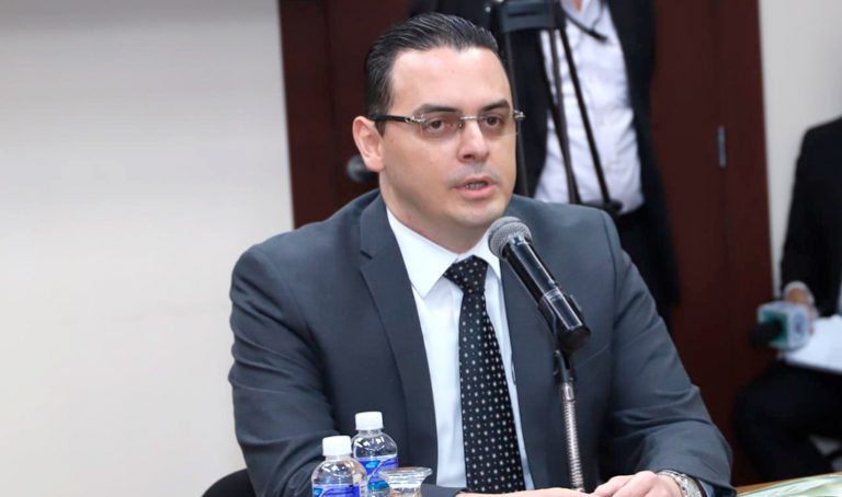 Kelvin Aguirre asume la presidencia del CNE