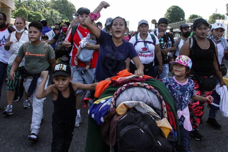 INM: México impide el paso de caravana de migrantes a EEUU
