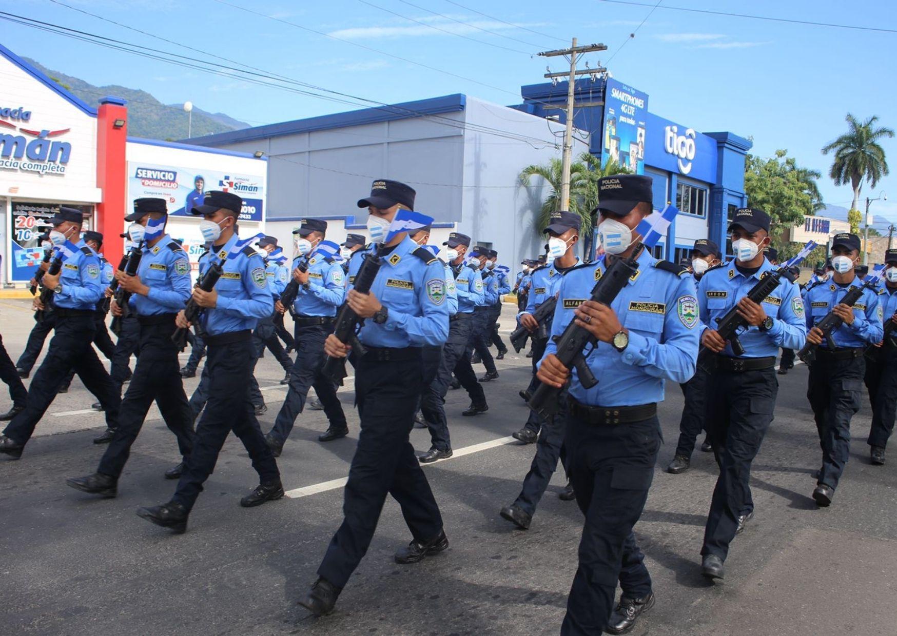 Representantes de la Policía Nacional. Foto Carlos Hernández.