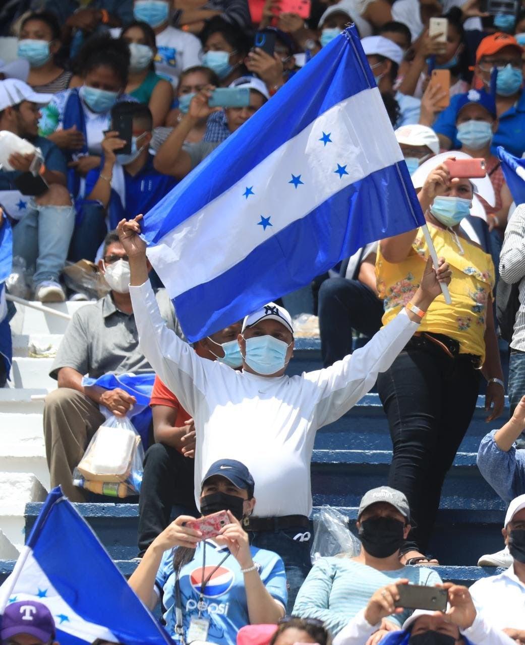 Los hondureños celebraron la independencia del territorio cinco estrellas.