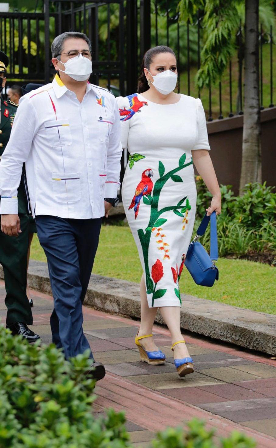 La Guara Roja fue el eje central en el vestido de la primera dama.