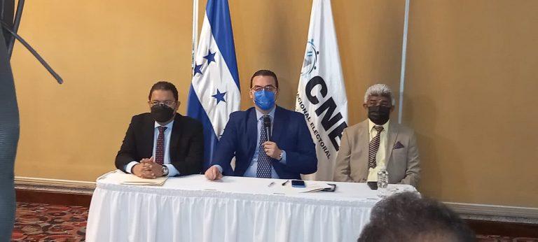 Con dos votos a favor, el CNE firma contrato para el TREP