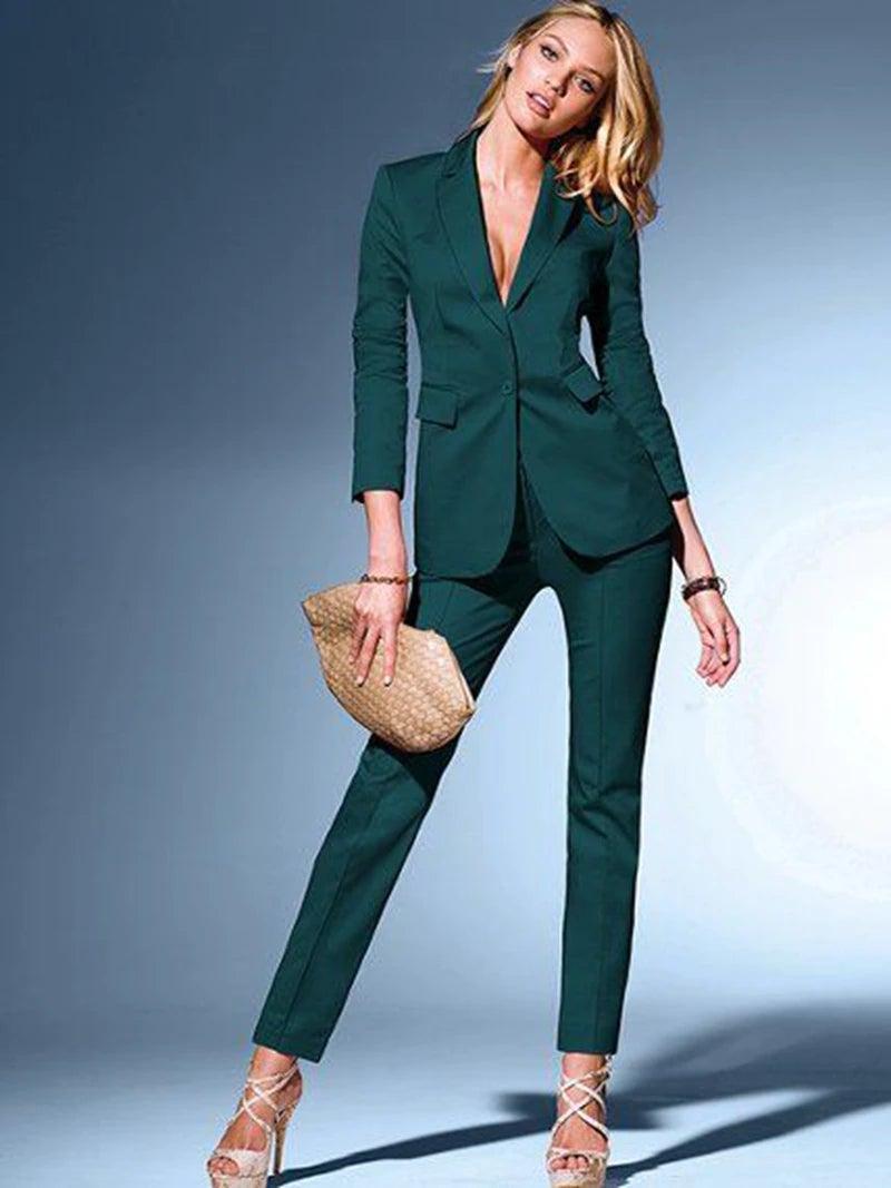 Los trajes verdes neutros forman parte de la tendencia para este otoño.