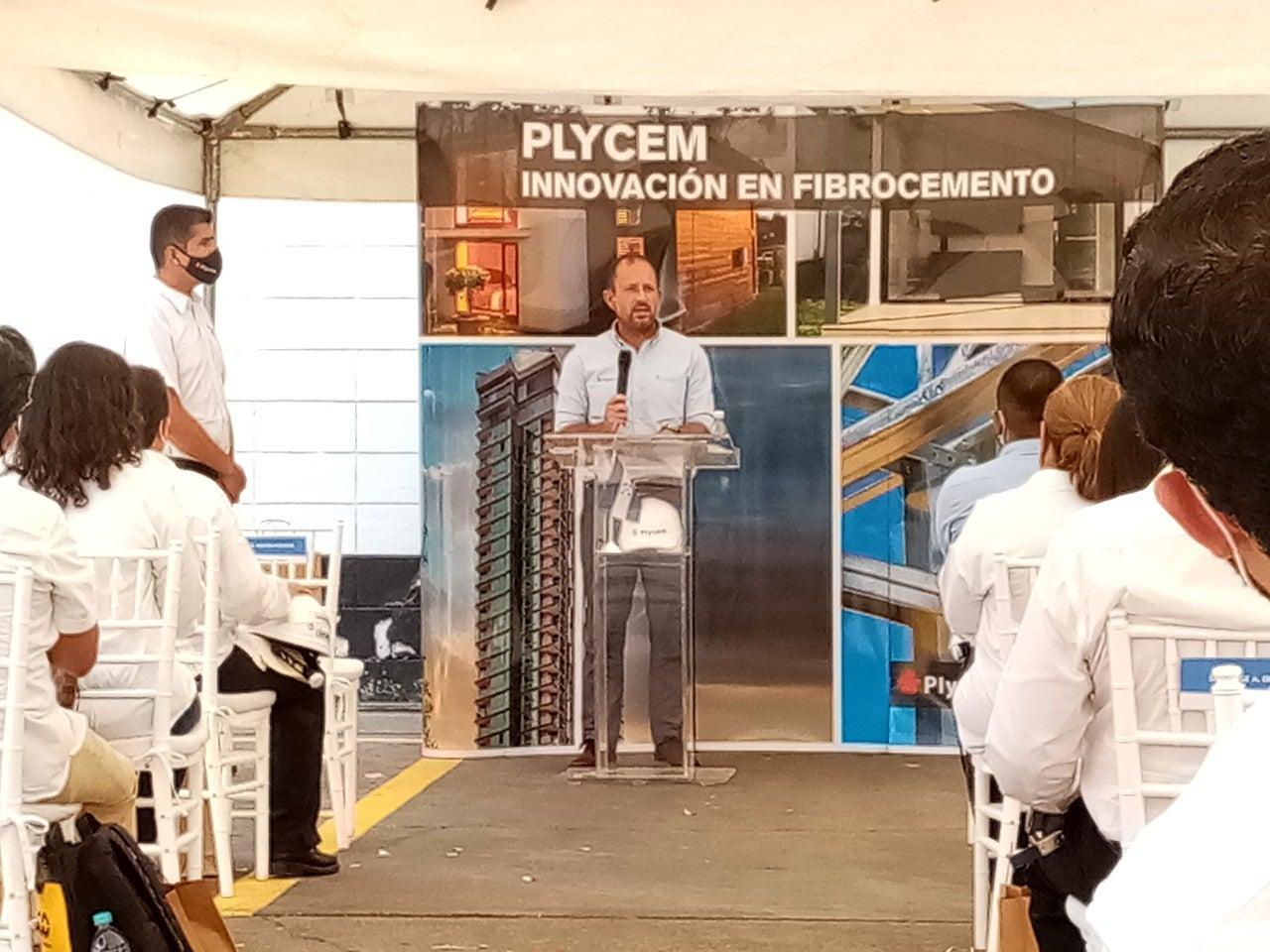 Ing. José López, director general de Plycem para Centroamérica.