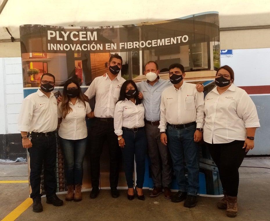 Foto general de los ejecutivos de Plycem Honduras.