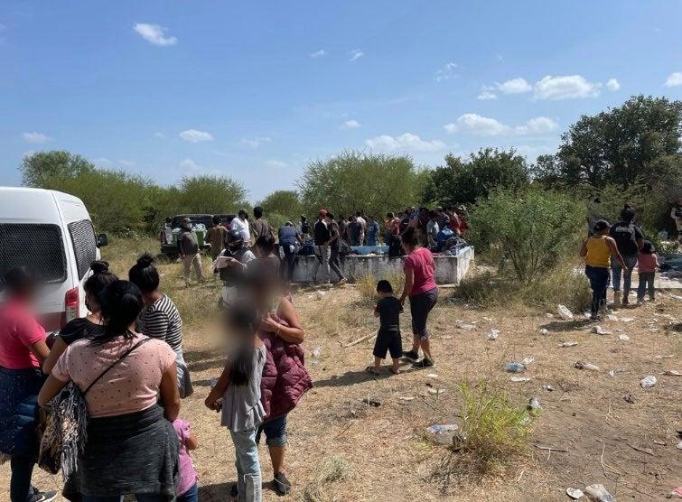 México: Hallan 162 migrantes abandonados, entre ellos hondureños