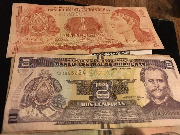 En un mes, el lempira se devalúa 36 centavos frente al dólar