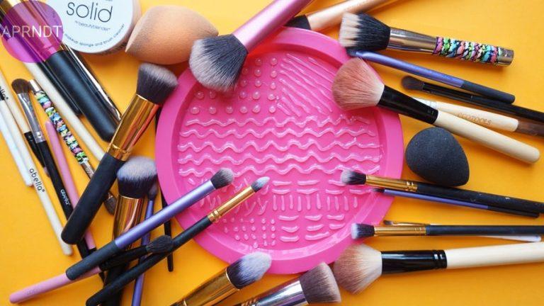 Aprende a limpiar tus brochas de maquillaje correctamente