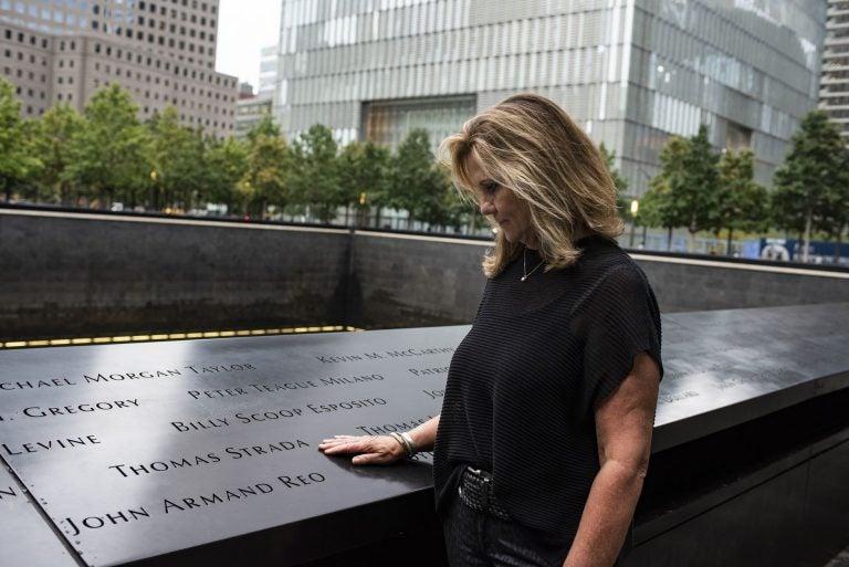 """""""Sabía que iba a morir"""": viuda relata duro momento vivido en 9-11"""