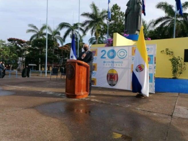 Asimismo en la UNAH dirigió la festividad el rector Francisco Herrera.
