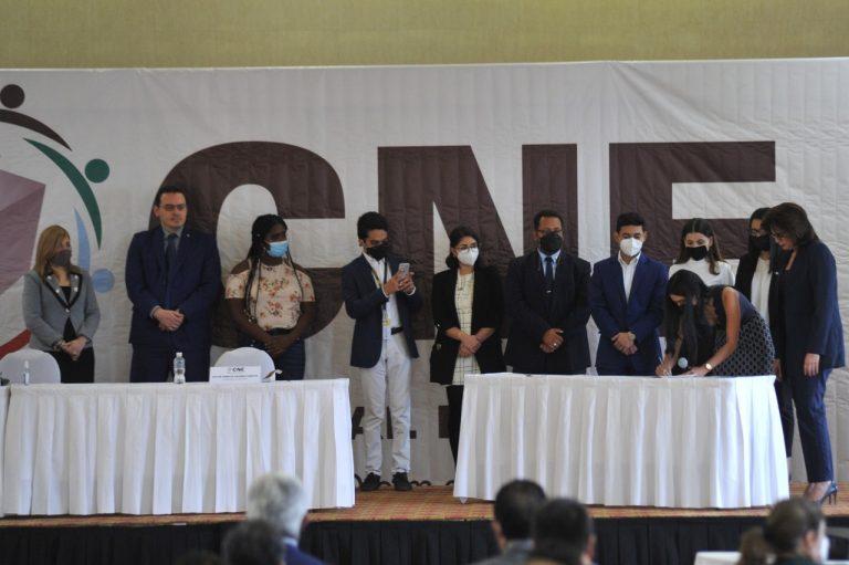 Para transparentar elecciones, CNE firma acuerdos de veeduría
