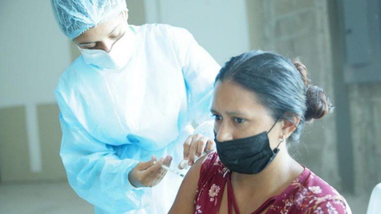 COVID Honduras | Dónde y quiénes se vacunan este lunes