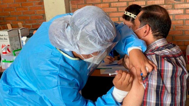 Infectólogo Tito Alvarado recomienda vacunar casa por casa