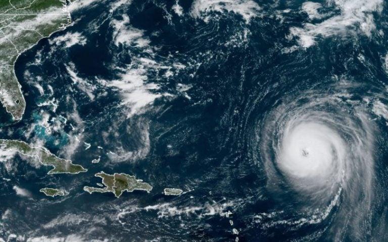 Huracán Larry de categoría 3 preocupa a habitantes de las costas