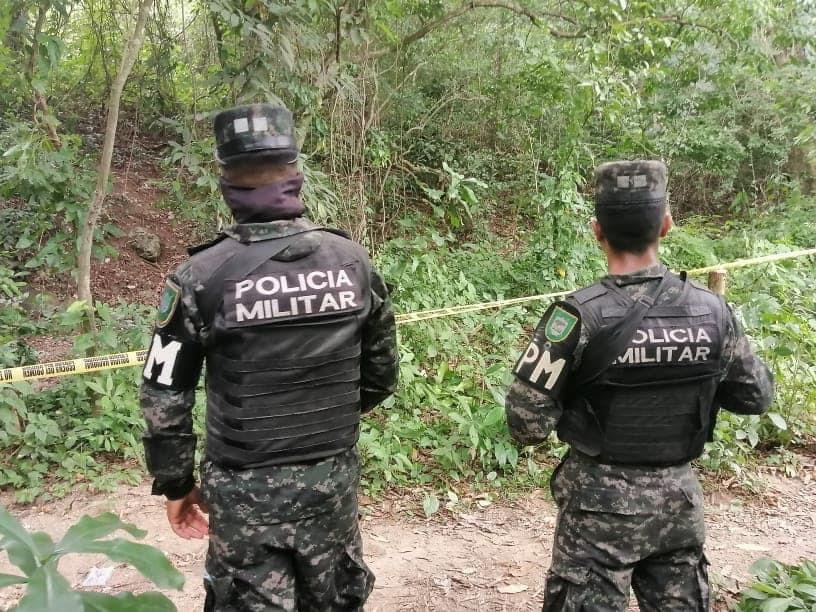 Autoridades en el lugar.