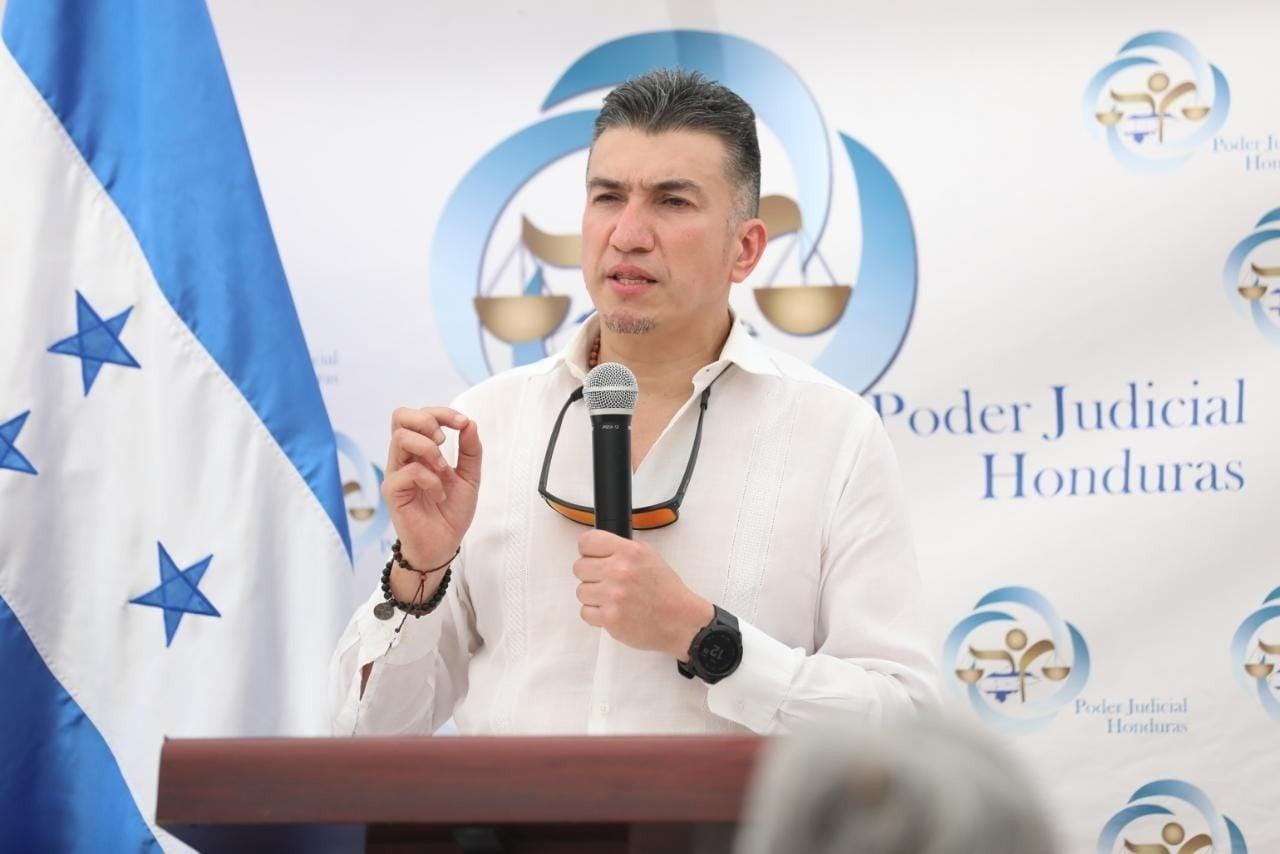 El presidente del Poder Judicial, Rolando Argueta, estuvo presente durante la ceremonia de inauguración del SEJE.