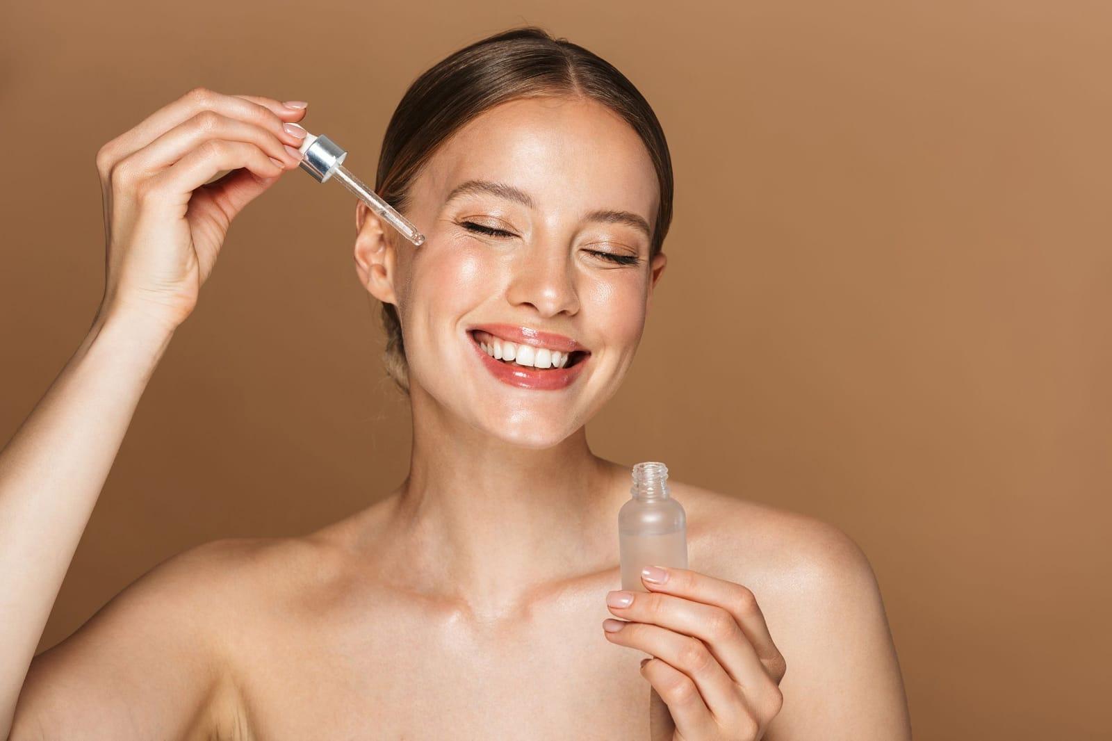 El aceite de uva es uno de los productos que se pueden aplicar en la piel.