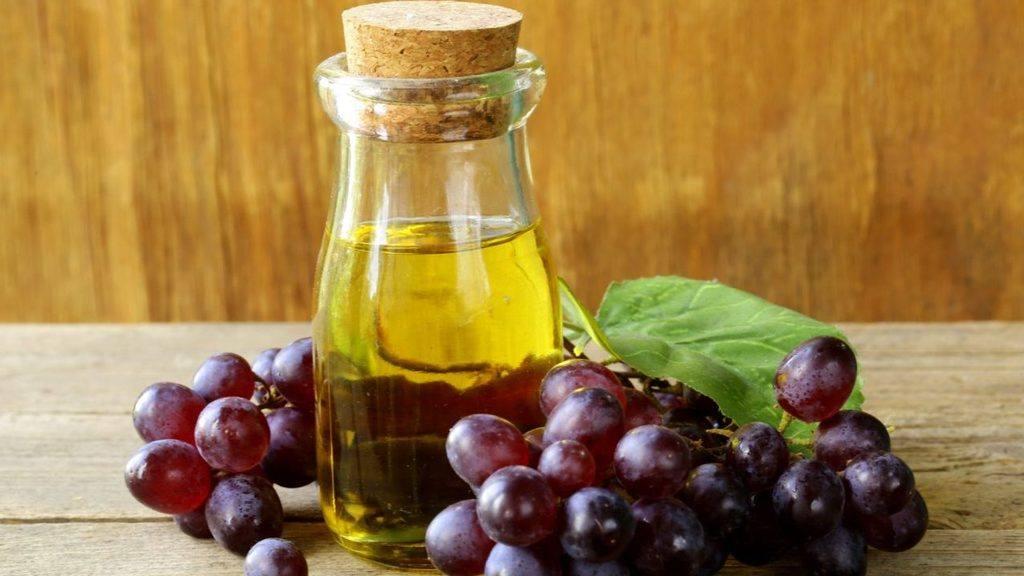 El aceite de uva se puede comprar o sacarse de la uva.