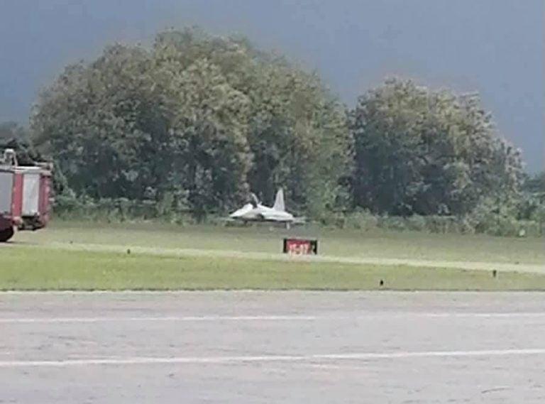 Llanta de aeronave explota al despegar de aeropuerto en La Ceiba