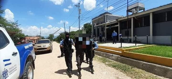 Caen policías por supuesto ingreso de droga a centro penal