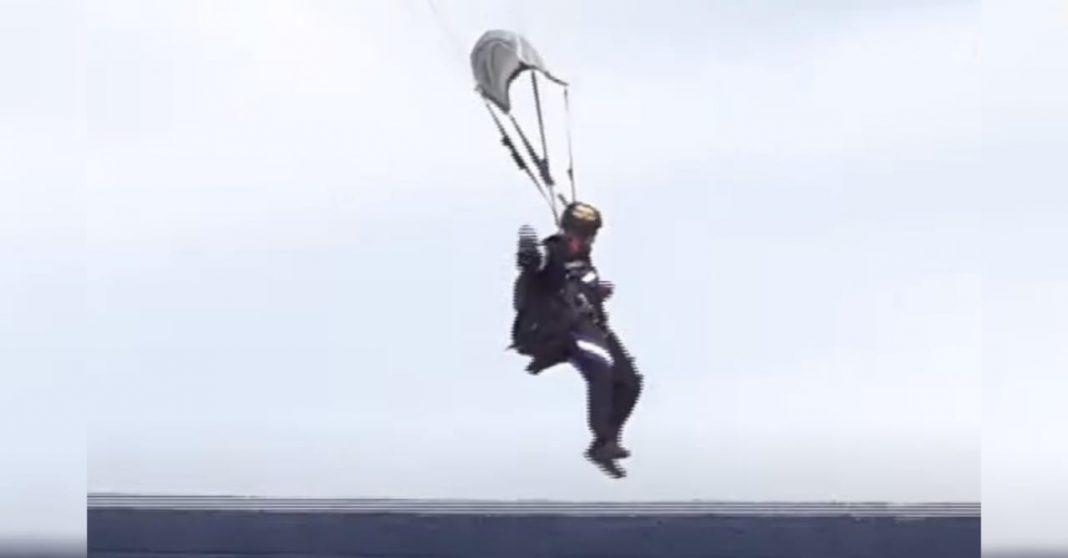 video paracaidista cae fuera del Estadio Nacional