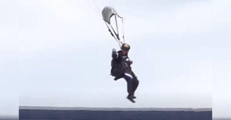 Vídeo de paracaidista que cae afuera del Estadio Nacional