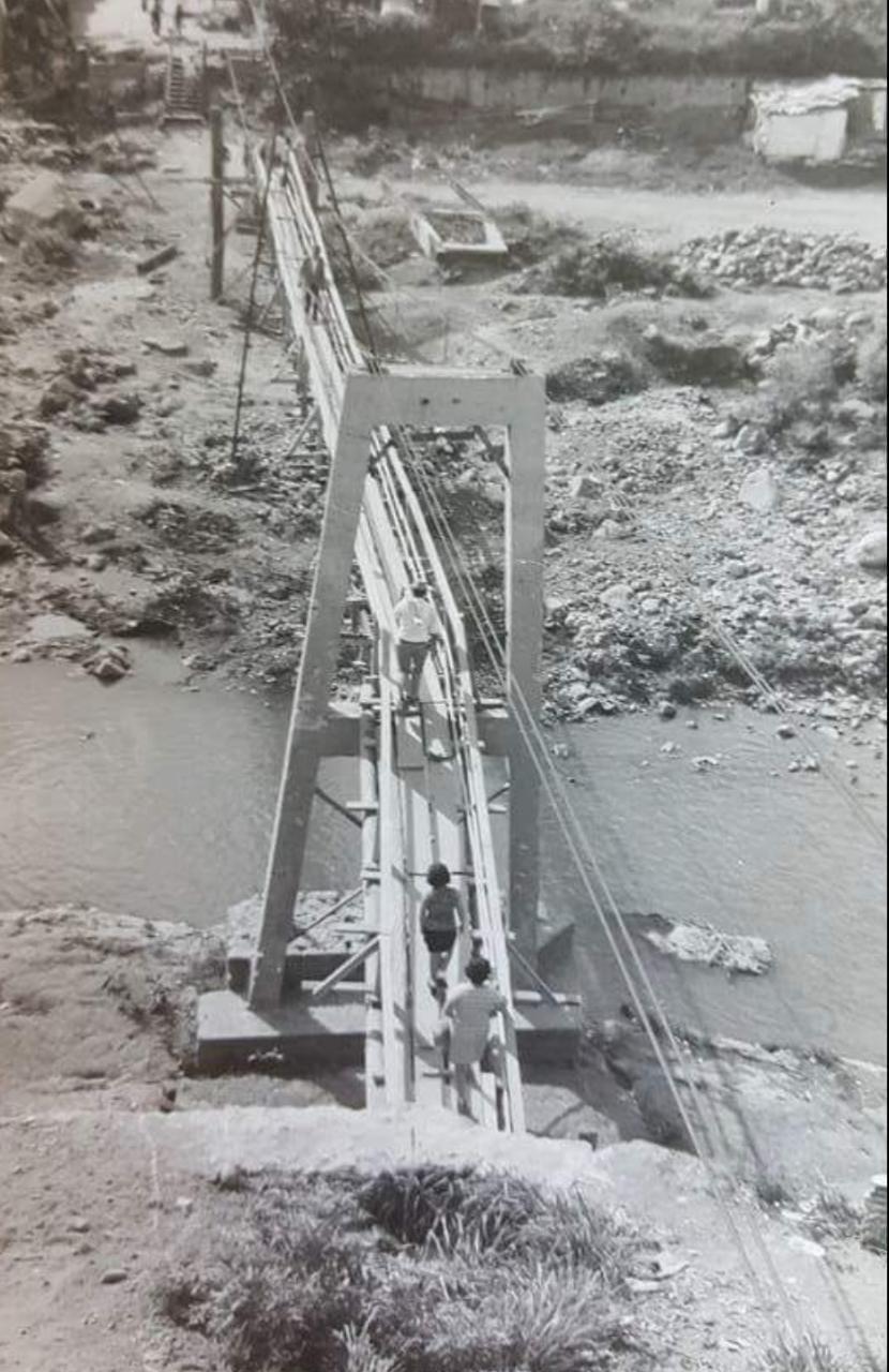 Puentes, calles y viviendas quedaron totalmente destruidas.