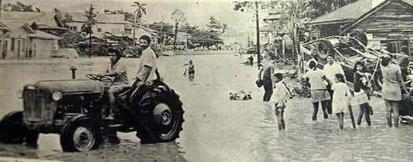 El rescate de algunas personas se dificultó por las fuertes lluvias.