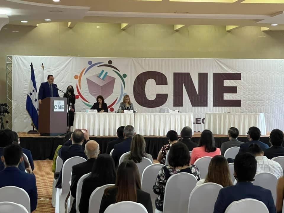 CNE firma contratos empresas