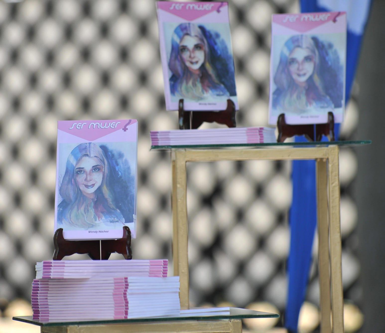 """El libro de Wendy se titula """"Ser Mujer"""" y recopila la historia de 15 mujeres de su municipio."""