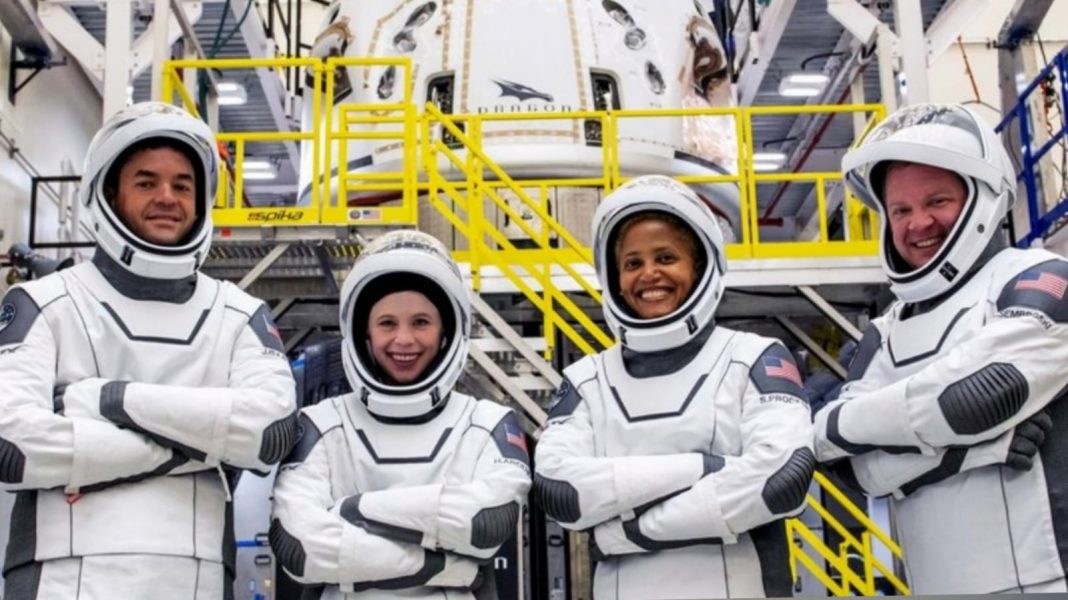 SpaceX primer vuelo turistas