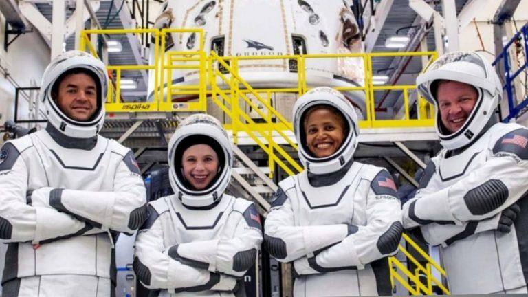 SpaceX: El exitoso primer vuelo tripulado solo con turistas