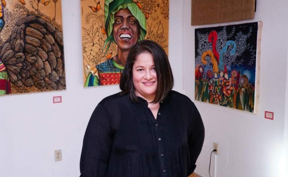 La artista catracha cumplirá 10 años de dedicarse al arte.