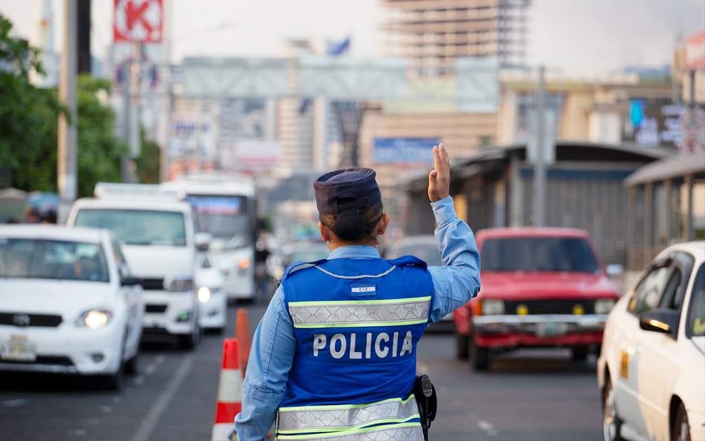 De acuerdo con el inspector Hernández, los oficiales deben andar identificados para girar multas o esquelas.
