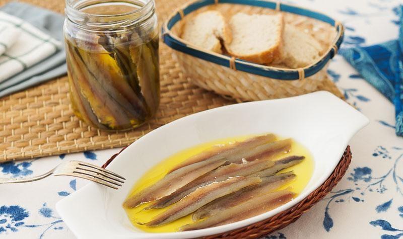 La forma más común en que se preparan las anchoas son en salazón.