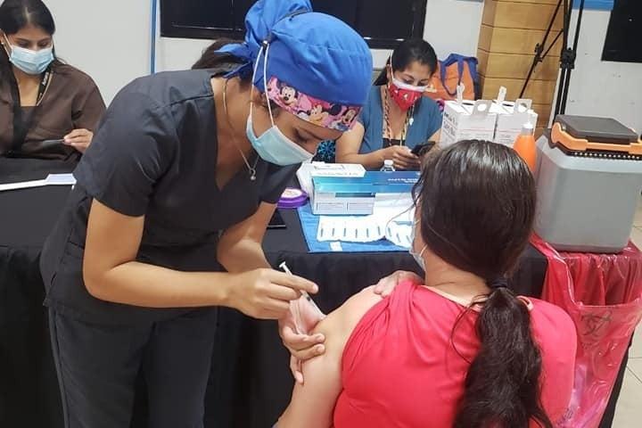 LUNES: inicia vacunación de adolescentes de 12 a 17 años