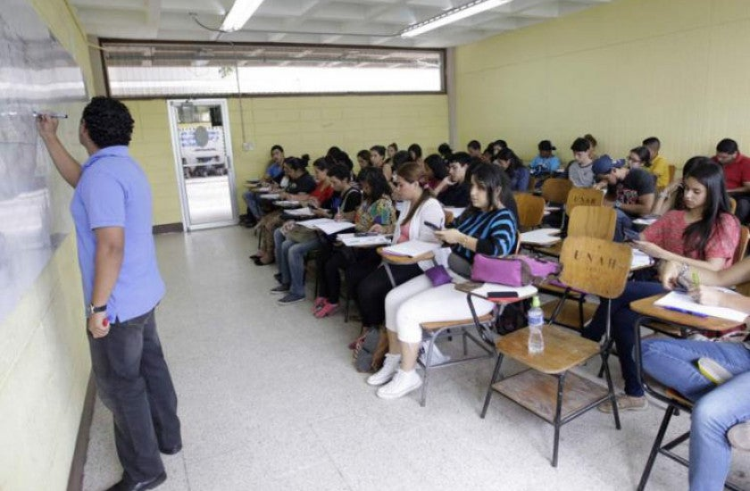 El retorno a clases será paulatino, mientras unos estudiantes estén en la universidad, otros estarán desde sus casas.
