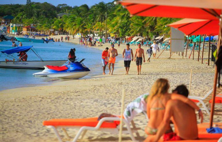 Feriado Morazánico: Anuncian que playas cerrarán a las 7:00 pm