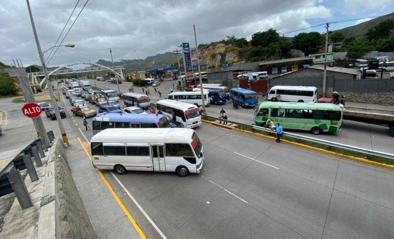 Según Lanza, el paro de transporte no se ha terminado.