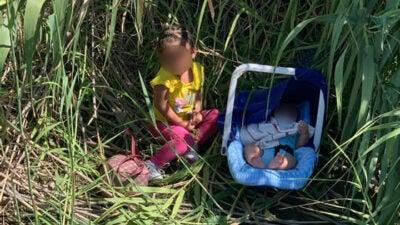 A los hermanitos los dejaron con una carta señalando que eran hondureños.