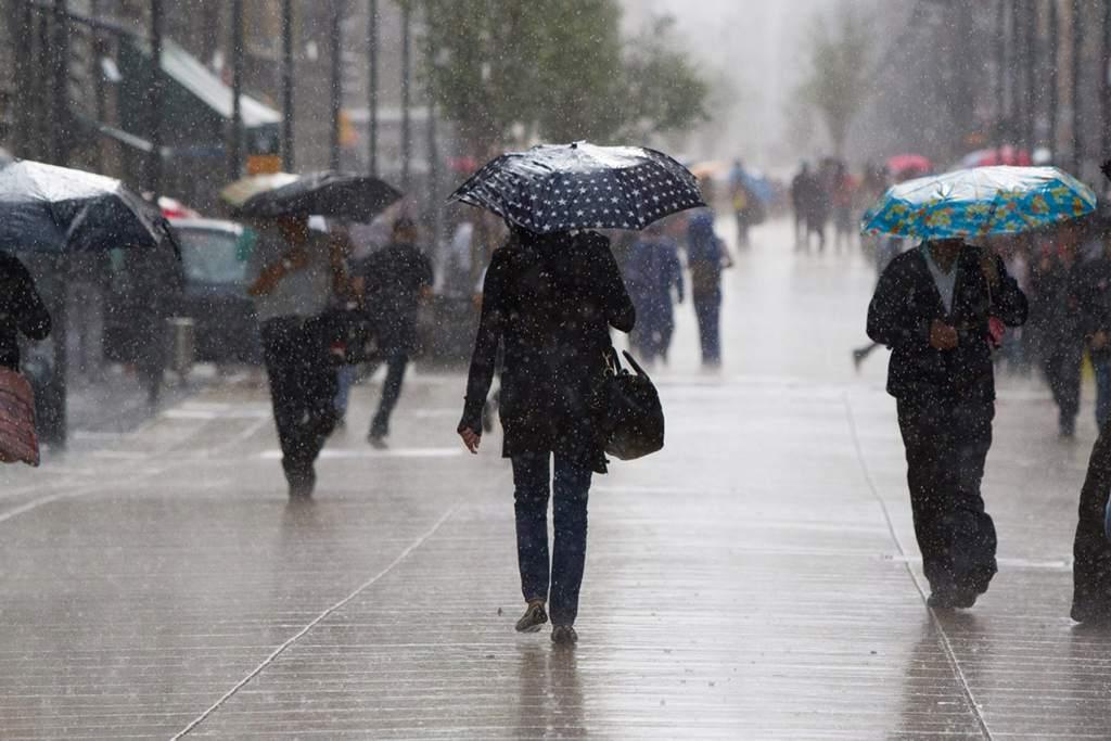 Las lluvias estarán acompañadas de actividad eléctrica y comenzarán en horas de la tarde de este sábado.