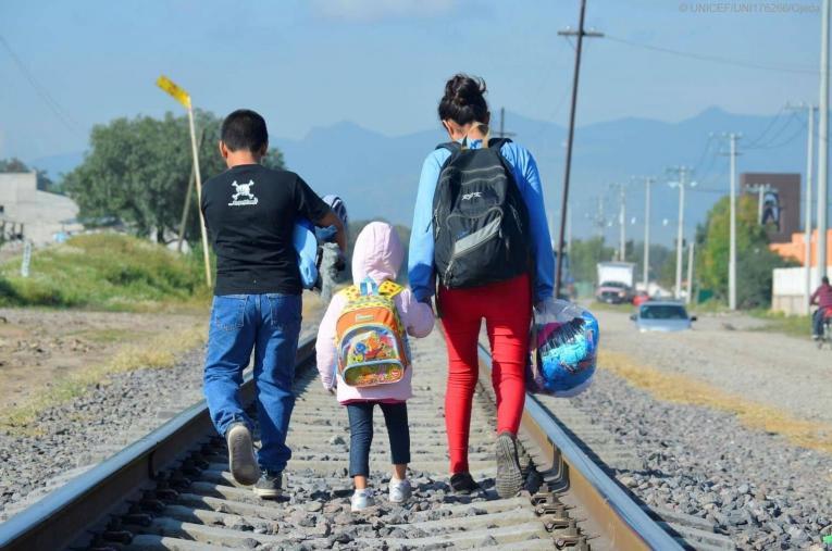 Expertos aseguran que los padres usan a los niños para que su paso a EE.UU. sea más libre.