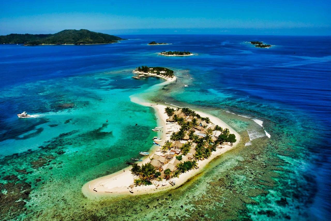 Cayos Cochinos es un paraíso la zona insular de Honduras, conformado por varios cayos. Los naufragios en el Caribe son frecuentes incluso entre pescadores que conocen el sitio.