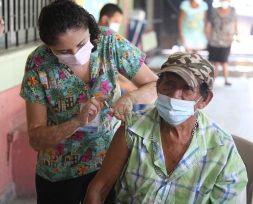 feriado vacunación en terminales