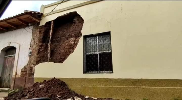 Cae pared de alcaldía de Catacamas