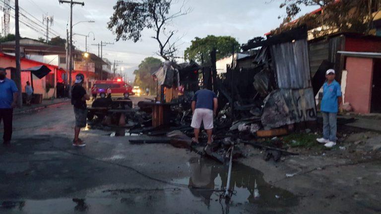 «El esfuerzo de años»: incendio destruye negocios en barrio Medina