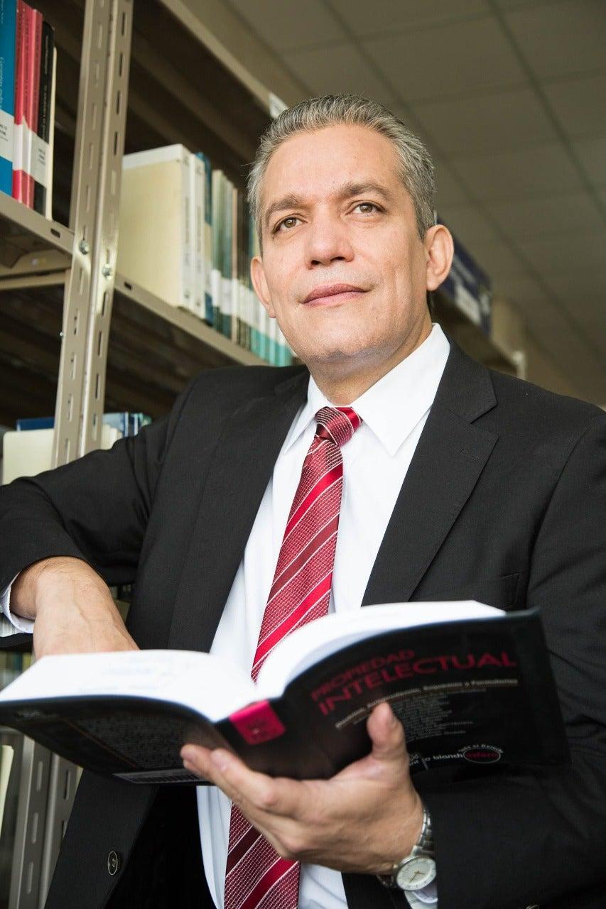 Carlos Alvarenga, abogado.